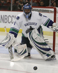<a href='/hockey/showArticle.htm?id=31630'>The Daily Puck: Longing for Luongo</a>